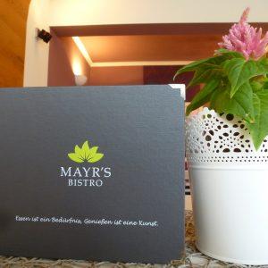 Eine Speisekarte voller Köstlichkeiten in Mayr's Bistro in Planegg bei München
